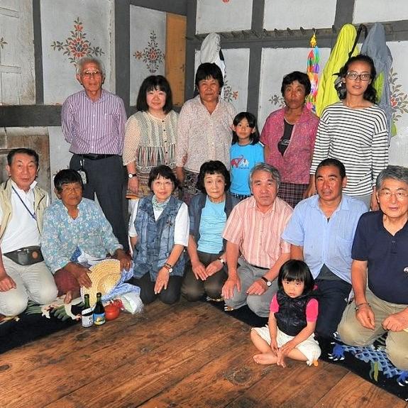 ソナムの家族と記念写真