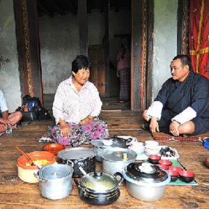 ブータンの食事風景